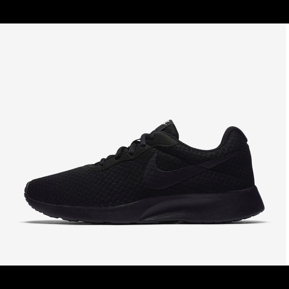 outlet sale uk special section Nike Tanjun all-black sneakers.